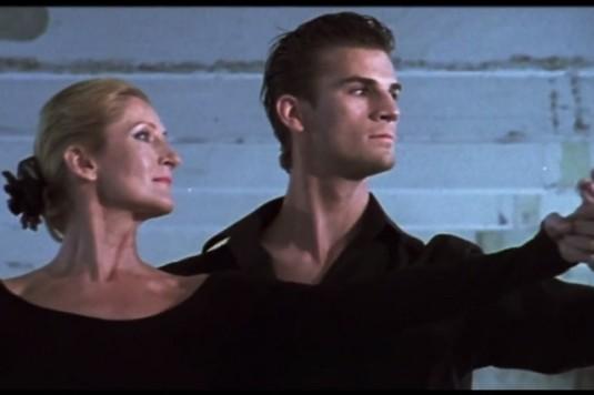 Scéna z nového videoklipu Downbelow k písni Hundred Miles.
