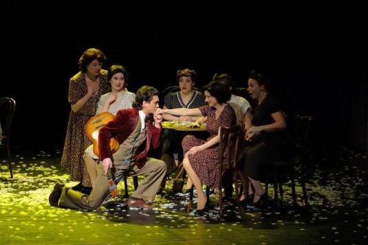 Roman Harok a Hana Fialová během zkoušky muzikálu Evita.