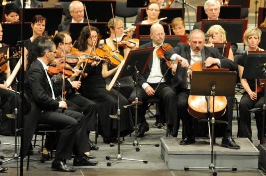 Sólistou koncertu byl violoncellista Jiří Hanousek.