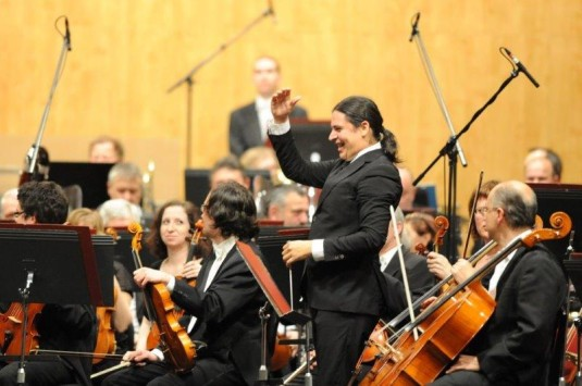 Orchestr řídil José Luis Gomez.