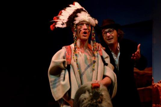 Petr Panzerberget (vlevo) a Marek Cisovský v inscenace Bílý muž a Rudá tvář.