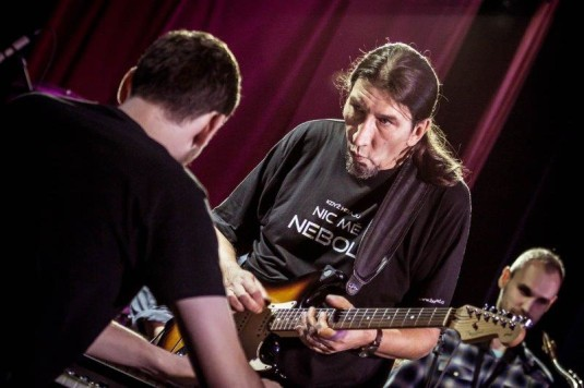 Martin Rek během koncertu Bandabandu v Heligonce.