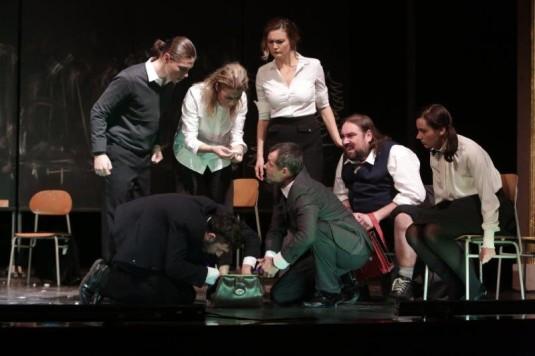 Z inscenace norského dramatu Lesík v NDM.