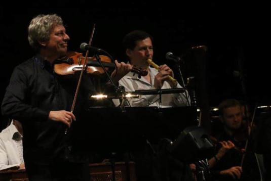 Jiří Pavlica během koncertu s Janáčkovou filharmonií.