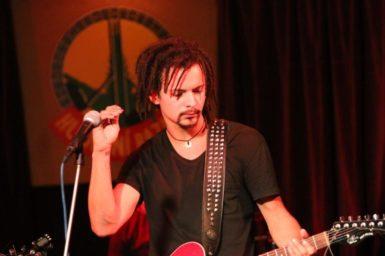 Frontman kapely Dirty Old Dogs Tomáš Procházka.
