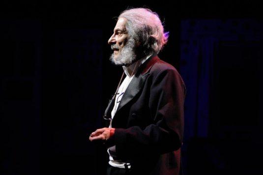 Kostas Zerdaloglu na zkoušce Divoká kachny v Komorní scéně Aréna.