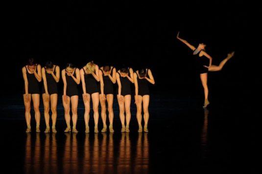 Z choreografie J. Kyliána Falling Angels.