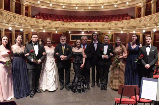 Patricia Janeckova - Page 3 Peter-dvorsky-uvadi-operni-hvezdy-zitrka-535x353
