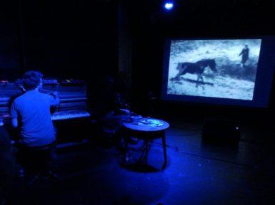 Starou arénu zasáhlo Oční zemětřesení s experimentální zvukovou kulisou
