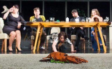 Večeře ve Slezském divadle nabízí dva chody srozdílnou příchutí. Před přestávkou a po přestávce