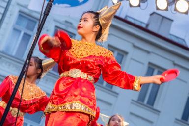Mezinárodní folklorní festival ve Frýdku-Místku roztančil náměstí a pokračuje i o víkendu