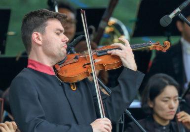 Jiří Vodička s korejským orchestrem na Hukvaldech ukázal, jak se má hrát Mendelssohn