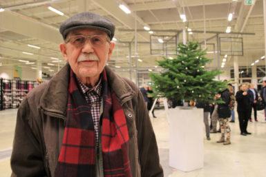 Autorský vánoční strom vPLATO zasvětil Eduard Halberštát vzpomínce na rodnou hroudu