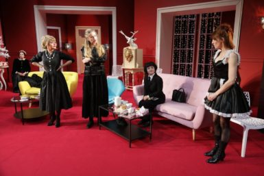 Osm žen se prohnalo Divadlem Antonína Dvořáka, aby ukázalo svou destruktivní sílu
