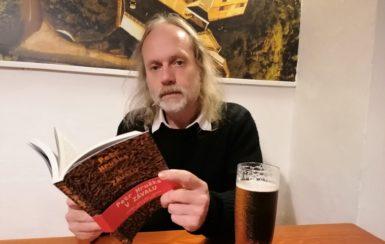Jsme zavaleni sebou samými a svými úzkostmi, říká básník Petr Hruška o své nové knize V závalu